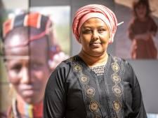 Mensenrechtenverdediger deelt in Zwolle haar zorgen over Kenia: 'Meisjes worden besneden in de achtertuin'