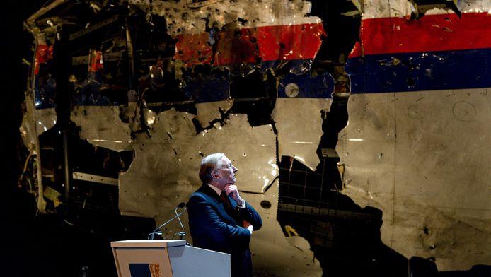 Tjibbe Joustra spreekt tijdens een persconferentie over de recente bevindingen van het Dutch Safety Board in Gilze Rijen.