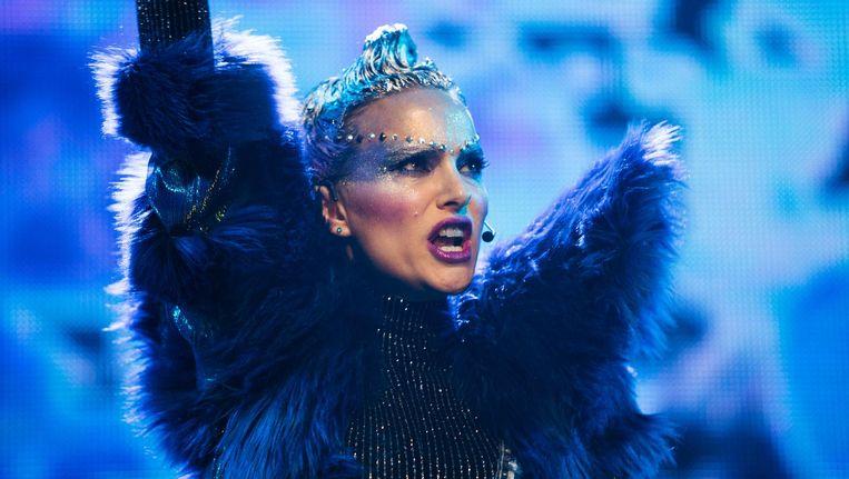 Natalie Portman is een behoeftige diva in Vox Lux. Beeld Schuim