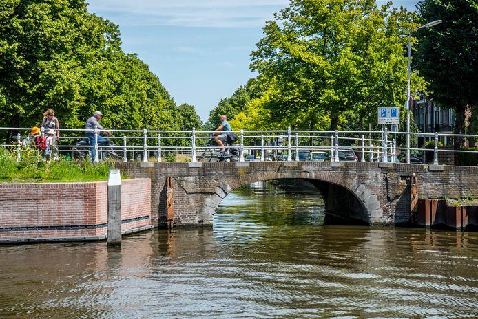 De gemeente gaat, als de proef met YES!Delft succesvol is, de glasvezelkabel inzetten bij het monitoren van veel meer bruggen in Delft. Zoals bij de Oostsingel, waar de brug danig is aangetast.