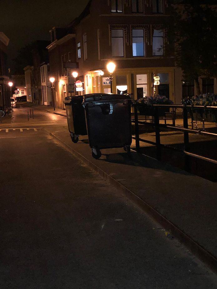 Lingehaven containers vandalisme koningsdag jongeren water