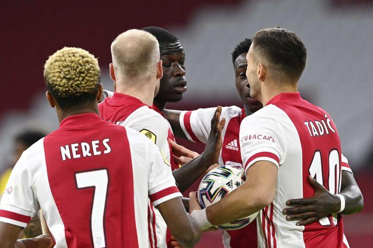 Ajacieden vieren een doelpunten in de wedstrijd tegen Fortuna Sittard. Beeld ANP