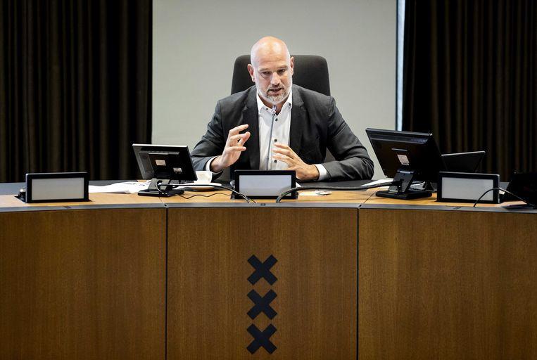Victor Everhardt, wethouder Financiën, presenteert de begroting van de gemeente. Beeld ANP