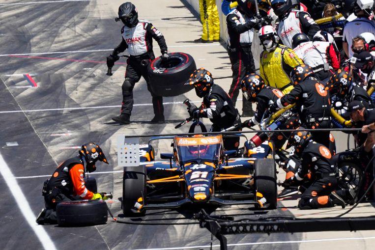 Rinus VeeKay maakt een pitstop tijdens de Indy 500 Beeld AP