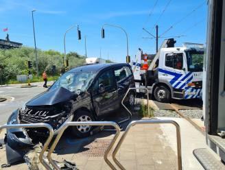 Bestuurster (62) gewond na ongeval met kusttram, reizigers moeten afstappen