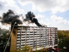 'Zeer grote brand' op dak van flat aan de Kapteynweg in Dordrecht onder controle, bewoners mogen hun huis weer in