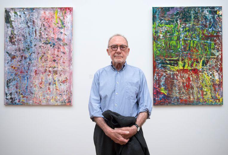Gerhard Richter in Dresden, voor zijn 'Abstract Painting (949-2,)' en 'Abstract Painting (949-3,)' Beeld AFP
