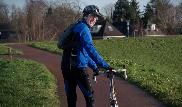 Robert van Schip wandelt verder naar het pontje in Tiel, dat hem weer in Wamel aan de overkant van de Waal brengt.