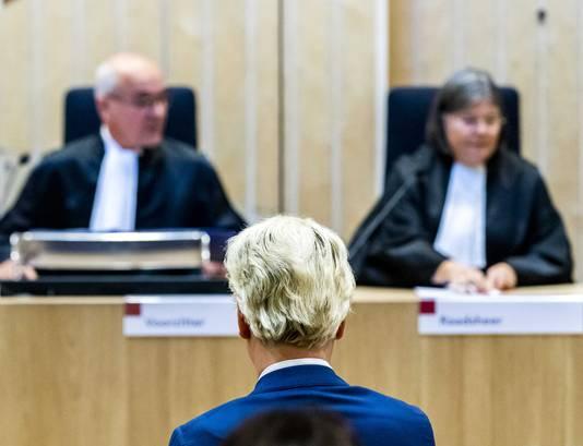 Geert Wilders tijdens de uitspraak in de rechtbank op Schiphol.