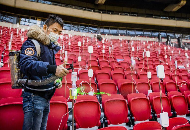 Een team van de Technische Universiteit Eindhoven doet onderzoek naar aerosolen in sportgebouwen. De onderzoekers proberen een manier te vinden om de gebouwen veilig te maken voor publiek tijdens pandemieën.  Beeld ANP