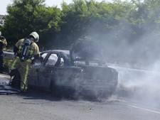 Auto volledig uitgebrand op de Westerval in Enschede