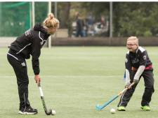 Nu ook hockey voor mensen met lichamelijke beperking bij Eindhovense hockeyclub Oranje-Rood