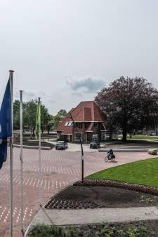 Verkeer geweerd uit Vrijheidspark Winterswijk: te veel auto's en foutparkeerders