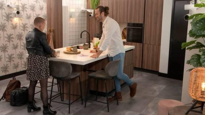 Enschedese Kadir grapt erop los in aflevering Lang Leve de Liefde: 'Ik stouw je helemaal vol met worst'