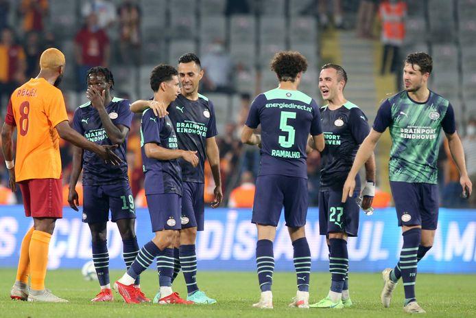 Blijdschap bij PSV na de winst tegen Galatasaray.