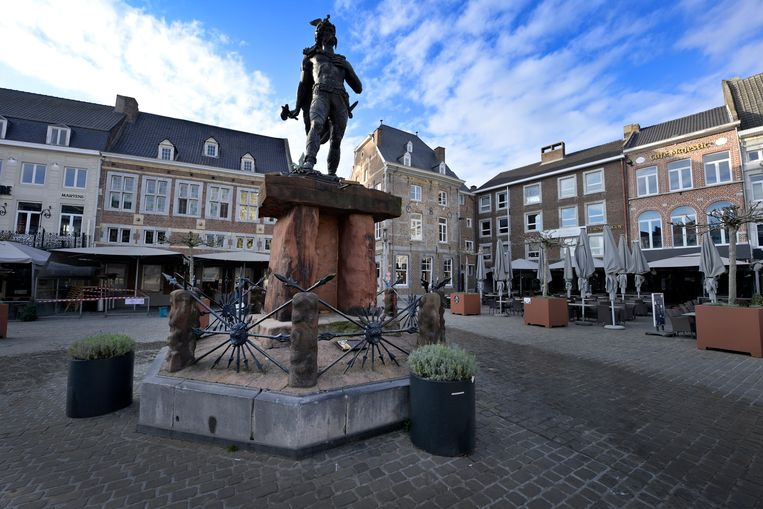 Illustration picture shows the statue of Ambiorix on the Grote Markt square in Tongeren, Friday 27 November 2020. BELGA PHOTO YORICK JANSENS Beeld BELGA