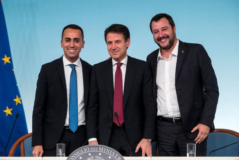 Giuseppe Conte (midden) samen met Matteo Salvini (rechts) et Luigi Di Maio (links).