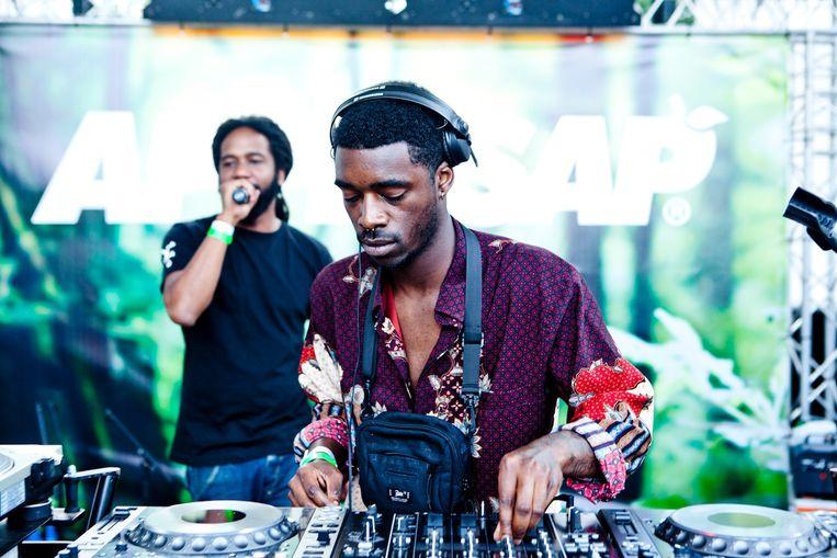 MC Fit en DJ Mairo Nawaz op Appelsap Festival in het Flevopark Beeld Maeve Stam