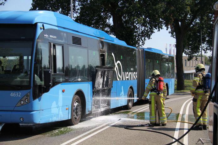 Een lijnbus stond vanmiddag kort in brand.