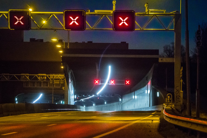 De Heinenoordtunnel is dit weekend 's nachts gedeeltelijk afgesloten voor onderhoudswerkzaamheden.