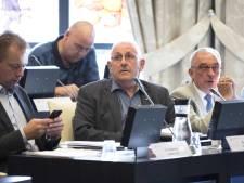 Raadslid Dré Peters tijdens raadsvergadering gereanimeerd door broer 'Big Benny'