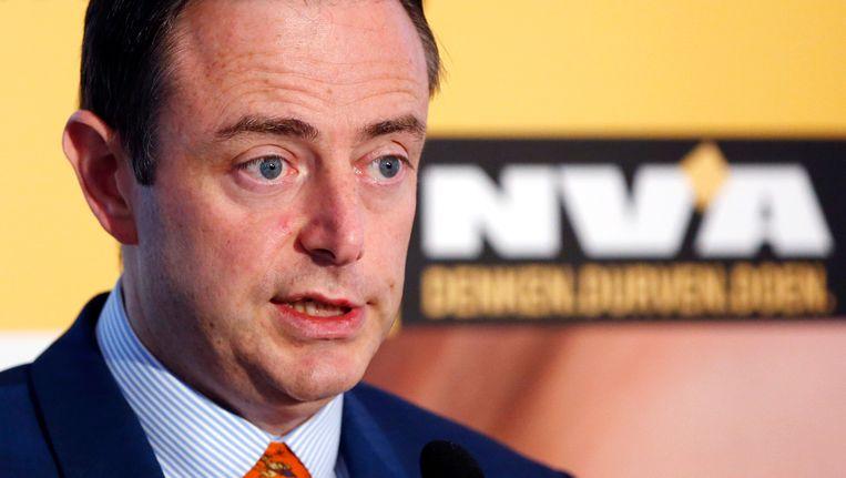 N-VA-voorzitter Bart De Wever bij de voorstelling van de congrestekst vanmiddag. Beeld REUTERS