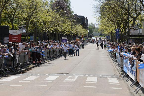 De Goossensvest verkeersvrij voor een sportief evenement hier op de foto. Maar de laatste weken staan hier regelmatig ellenlange files.
