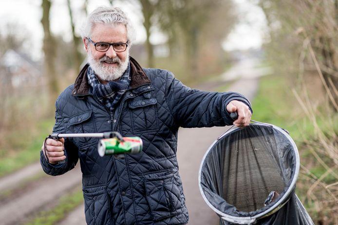 De zelfbenoemde 'zwerfvuilcoördinator van Hulsen', Anne Piksen, hoopt dat zijn initiatief gevolg krijgt.