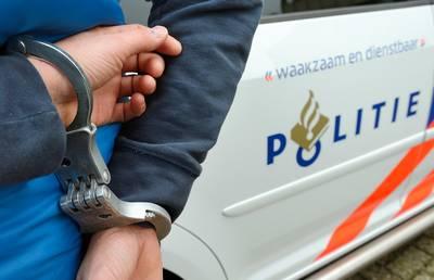 Politie arresteert man (34) met getrokken wapens op de A4: drugs en flink bedrag aan vals geld in bezit