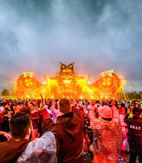 Karnaval Festival verlaat wei bij 't Draaiboompje in Moergestel: Pijnendijk in beeld