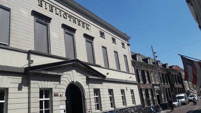 De bibliotheek aan de Hinthamerstraat en het buurpand van de voormalige Muzerije. Tegenwoordig samen Huis73.