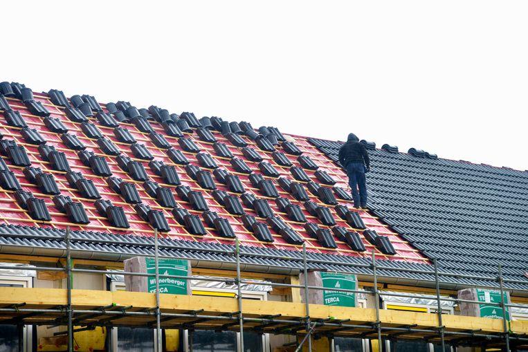 Bouwvakkers werken aan een nieuwbouwproject.  Beeld Hollandse Hoogte / Flip Franssen