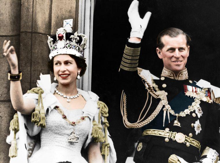 De Queen en prins Philip tijdens haar kroningsdag in 1953. Beeld Getty Images