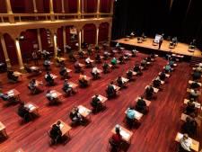 Leerlingen Zutphense school maken tentamens in de Buitensociëteit: 'De mooie zaal leidde wel een beetje af'