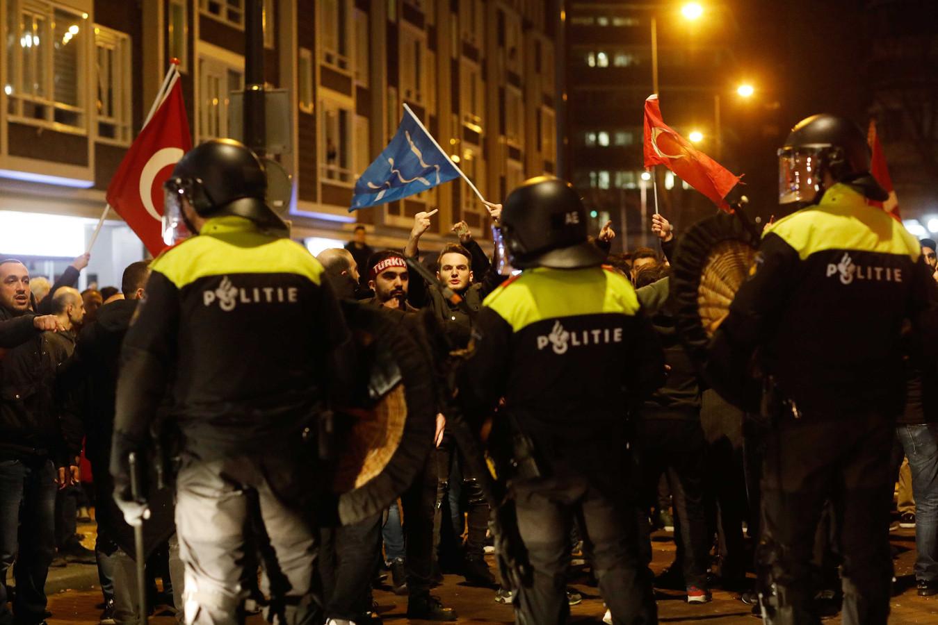 Rellen bij het Turkse consulaat aan Westblaak.