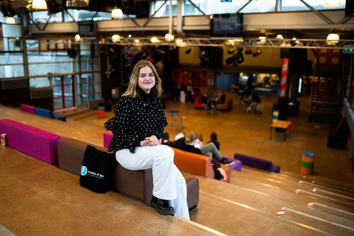 Saartje Corbeek gaat een half jaar op studiecruise