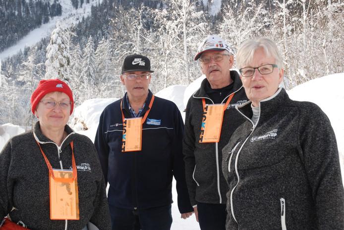 Hermien, Berto, Gerrit  en Berta, schaatsfans die al de hele wereld over reisden.