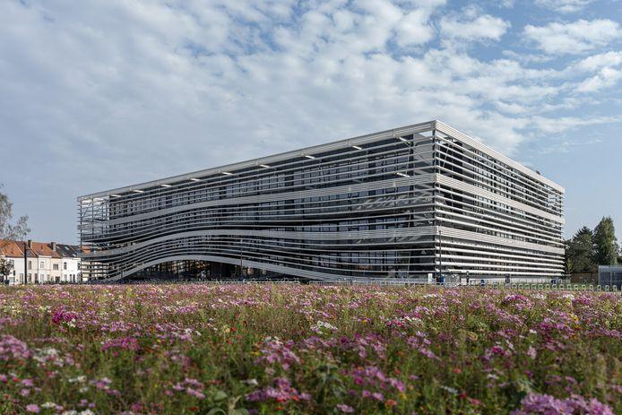 Hogeschool Gent (op de foto: gebouw T op de campus Schoonmeersen) stapt over op code oranje, de andere Gentse hogescholen wellicht ook.