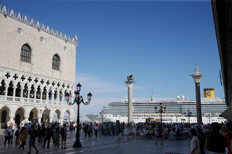 Cruiseschepen die pal langs het San Marco-plein in Venetië varen, zijn binnenkort verleden tijd.  Beeld AP