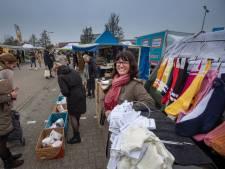 Kledingverkopers terug op markt van Urk (en daar niet alleen): 'Kijken, kopen, maar volgende week ophalen'