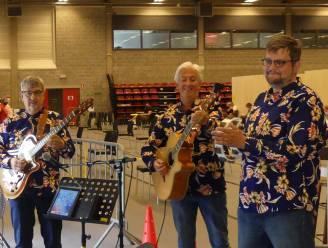 De Nachtwacht vrolijkt vaccinatiecentrum van Tielen op met livemuziek