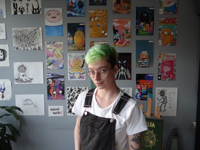 """Sasha aborde avec beaucoup de pédagogie les questions de la transidentité et de la communauté LGBTQI+ sur sa chaîne YouTube et sa page Facebook """"Ton Pote Trans""""."""