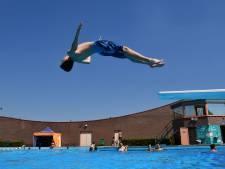 Reserveren voor het zwembad in Almelo, maar wie een kaartje bemachtigt is spekkoper