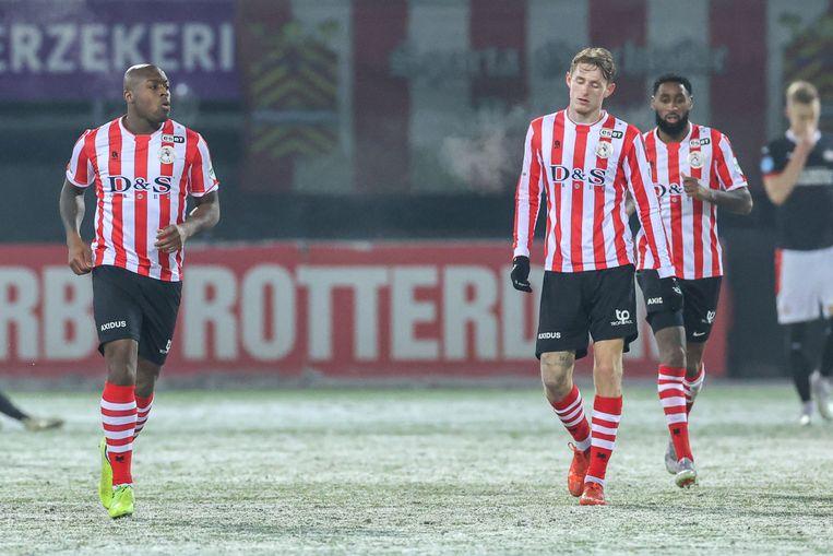 Danzell Gravenberch (links) na zijn doelpunt tegen PSV.   Beeld BSR Agency