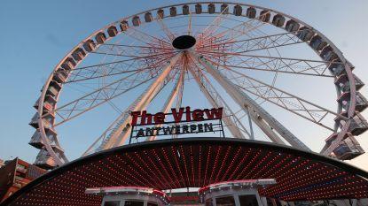 De Strangers door de boxen, foto's van 't Stad in alle cabines én vooral een fenomenaal uitzicht: reuzenrad van 55 m hoog staat tot augustus in Antwerpen