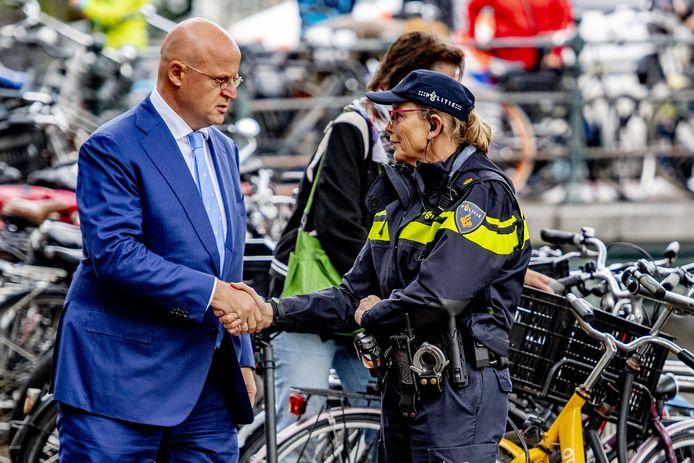 Minister Grapperhaus voorafgaand aan een herdenking van de doodgeschoten advocaat Derk Wiersum in cultureel debatcentrum Rode Hoed.