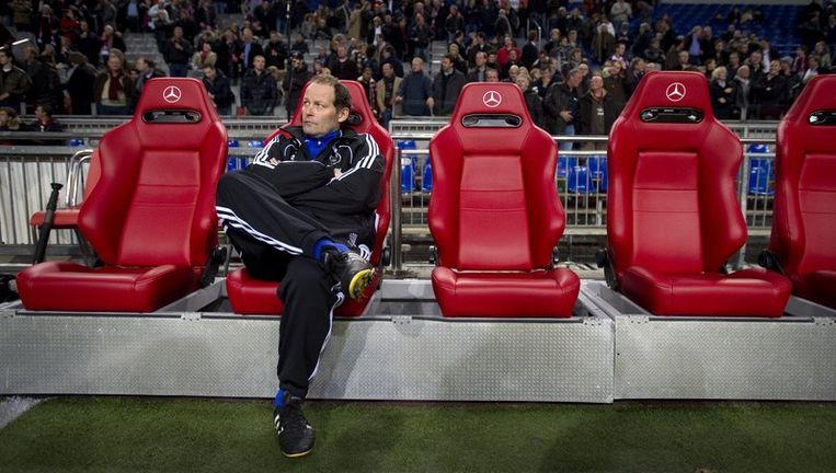Assistent trainer Danny Blind zit op de bank van Ajax. Blind zou tegen de clubleiding hebben gezegd dat hij Jol niet ziet zitten als hoofdtrainer. Foto ANP Beeld anp