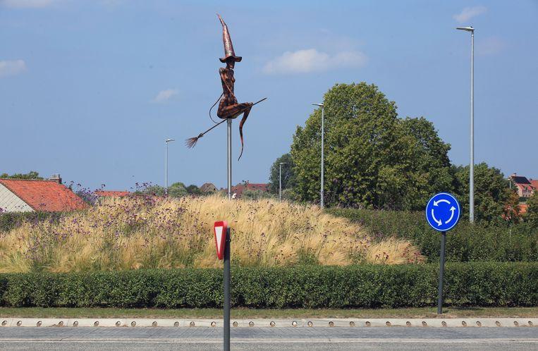Het Heksenmonument 'Vliegen naar vrijheid'