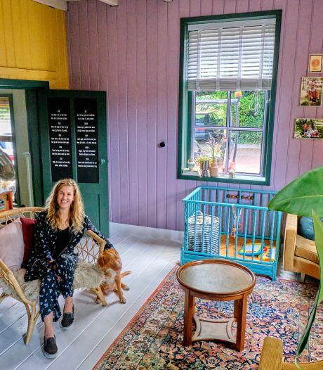 Marloes (30) verruilde een kleine woning voor een bonte boerderij: 'Gelukkig houdt mijn man ook van kleur'