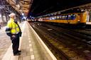 Bijna geen treinreizigers op het station van Roosendaal.